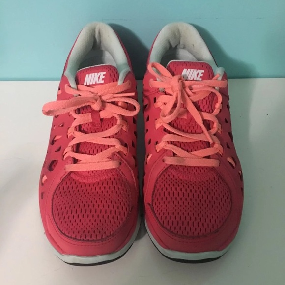 NIKE RUNNING SNEAKERS SIZE 8.5